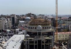 Taksim Camii ile Aya Triada Rum Kilisesi aynı karede görüntülendi