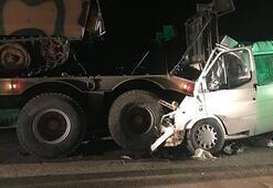 Minibüs park halindeki askeri araca çarptı
