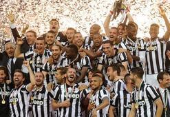 Juventus şampiyonluk kupasını kaldırdı