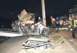 Alkollü şoför kaza yaptı parçalandı