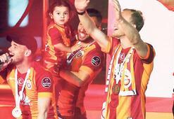 Wesley Sneijder kalıyor