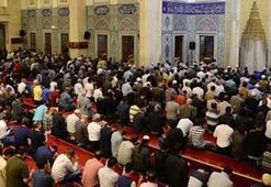Berat Kandilinde 85 bin camide aynı dua