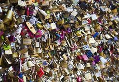 Paristeki aşk kilitleri temizleniyor
