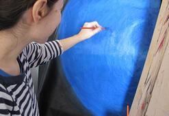 Bilimi sanatla birleştiren sıradışı ressam: Sıla Güven