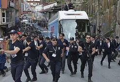 Ahlatta AK Parti konvoyuna saldırı