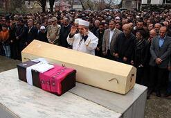 Çorumdaki otobüs kazasında ölen minik Betül ve annesi toprağa verildi
