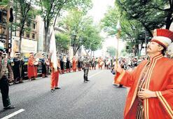 Mehteran gösterisi Tokyo'yu büyüledi