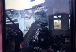 Vinç üzerine devrildiği okulun çatısını yıktı