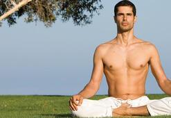 Cameron Alborzian yoga dersi vermek için geliyor