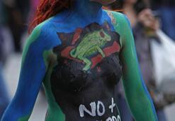 Öğrencilerden boyalı protesto