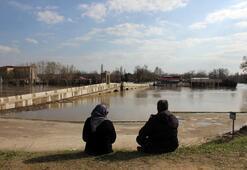 Genç-yaşlı herkes Tunca Nehrine akın etti