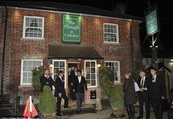Çinli şirket Cameron'ın poz verdiği puba 2 milyon sterlin saydı