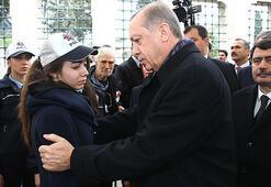 Cumhurbaşkanı Erdoğan törende şehit annesinin elini öptü