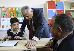 Başbakan Yıldırımdan görme engelli öğrencilere ziyaret