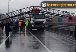 Son dakika: Büyükçekmecede vinç devrildi Yol trafiğe tamamen kapatıldı...
