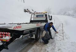 Uludağ Yolu kapandı...Tatilcilerin imdadına jandarma ekipleri yetişti
