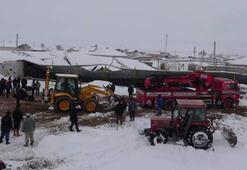 Aksarayda kar nedeniyle 2 mandıranın çatısı çöktü: 20 inek telef oldu
