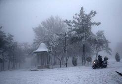 Çamlıca Tepesinde kar keyfi