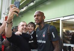 Beşiktaşa İzmirde coşkulu karşılama