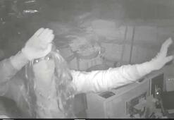Peruklu hırsız güvenlik kameralarına göbek attı