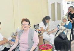 İzmir, Aliağa'da sağlık dağıtıyor