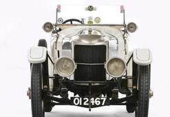 Dünyanın ilk spor otomobili 657 bin dolara satıldı