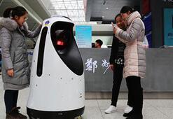 Robot polisler, devriye görevine başladı