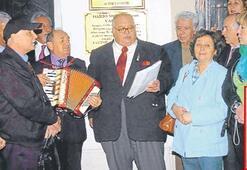Moreno, Karataş'ta şarkılarıyla anıldı