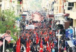 Bayraklılı vatandaşlar şehitler için yürüdü