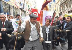 İstiklal Caddesi'nde 'kağnılı' yürüyüş