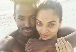 Shanina Shaik defile için Miamide