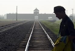 Papadan Auschwitze tarihi ziyaret
