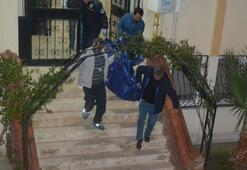 İzmirde genç bir kadın bıçakla öldürüldü