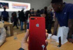 Apple, iPhone 7nin kırmızı renkli modelini satışa sundu