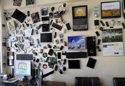 Dizüstü bilgisayardan duvar saati, monitörden çerçeve yapıyor