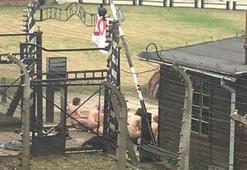 Çıplak eylemciler Auschwitz toplama kampında koyun öldürdü