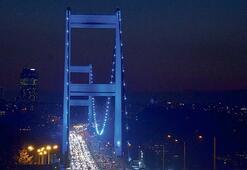 'Otizm Farkındalık Günü' için köprüler masmavi