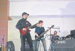Öğrencilerden rock ziyafeti