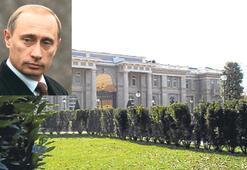 Putin'in sarayını bir işçi ifşa etmiş