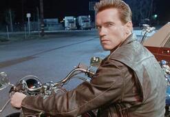 Arnold Schwarzenegger geri döndü