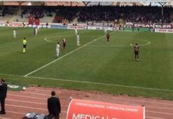 Manisasporlu futbolculardan 1 dakikalık protesto