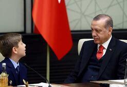 Cumhurbaşkanı Erdoğan, koltuğunu 4. sınıf öğrencisi Yiğit Türke devretti