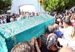 Cenazeye ünlüler akın etti