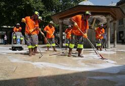Eyüp Sultan Meydanı her gün yıkanıyor