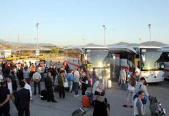 Rus turistler charter ile Alanyaya geldi