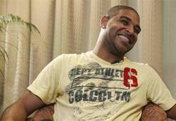 Adriano hastaneye kaldırıldı
