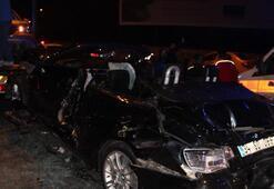 Feci kaza... Araçları taşıyan çekiciye taksi çarptı