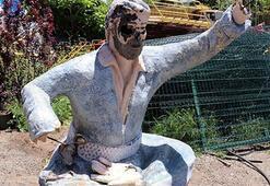 Siverekteki Şivan Perver heykeli kırıldı