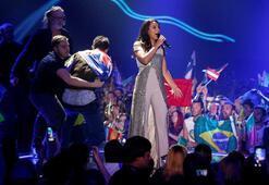 Eurovision'da çıplak adam şoku
