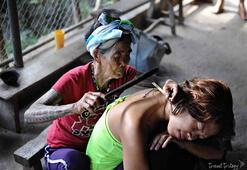 Filipinlerin en yaşlı dövme sanatçısı